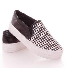Tyúkláb mintás, sarkánál lakkos, vastag talpú műbőr slip-on cipő (T206P)