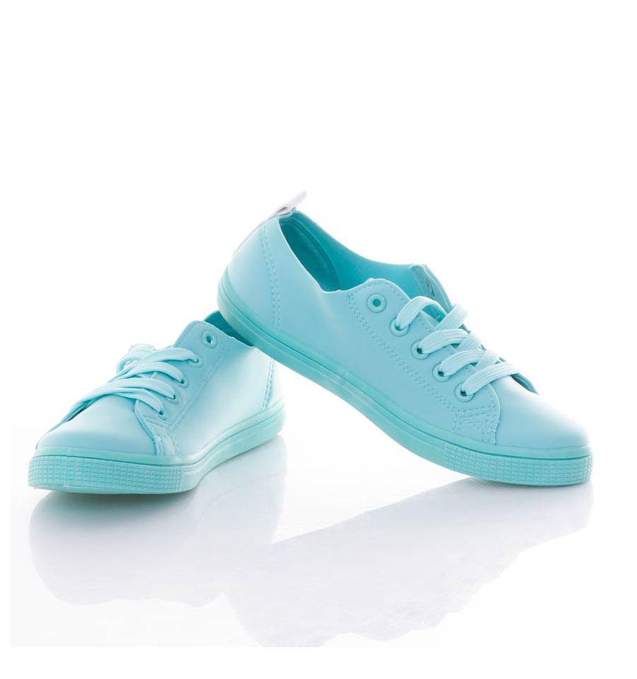Vékonyabb, rugalmas anyagú, fűzős női cipő