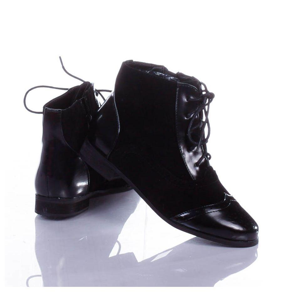 56c11e3303 ... Varrott mintás, fűzős, enyhén bélelt női magasszárú cipő (T302) ...