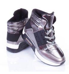 Bélelt, lakkos/fényes anyagú, castag talpú sportcipő (WWW-32)