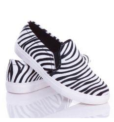 Zebra mintás szőrmés anyagú belebújós slip-on cipő (0015-88-A)