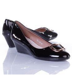 Lakkos, orrán arany csat díszes, éksarkú női balerina cipő (L52230)