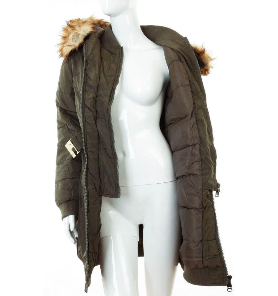 Bélelt, dupla cipzáros, szőrmés kapucnis női kabát.
