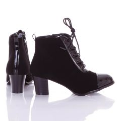 Orránál és fűzőjénél lakkos betétes, enyhén bélelt, magassarkú női bokacsizma, cipő (L72464)