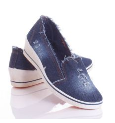 Farmeres anyagú, lábfejnél magasabb női éksarkú vászon cipő (W-47)